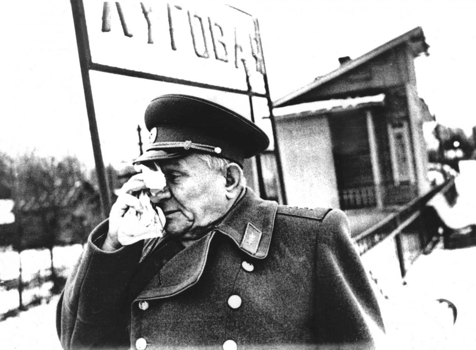 Чистяков Иван Михайлович - генерал-полковник, Герой Советского Союза на платформе Луговая в 1973 году. В декабре 1941 года Чистяков в звании полковника командовал 64 особой (морской) стрелковой бригадой. Бригада защищала совместно с 35 осбр и освободила в декабре 41-го ст. Луговую и Институт кормов от фашистских захватчиков...