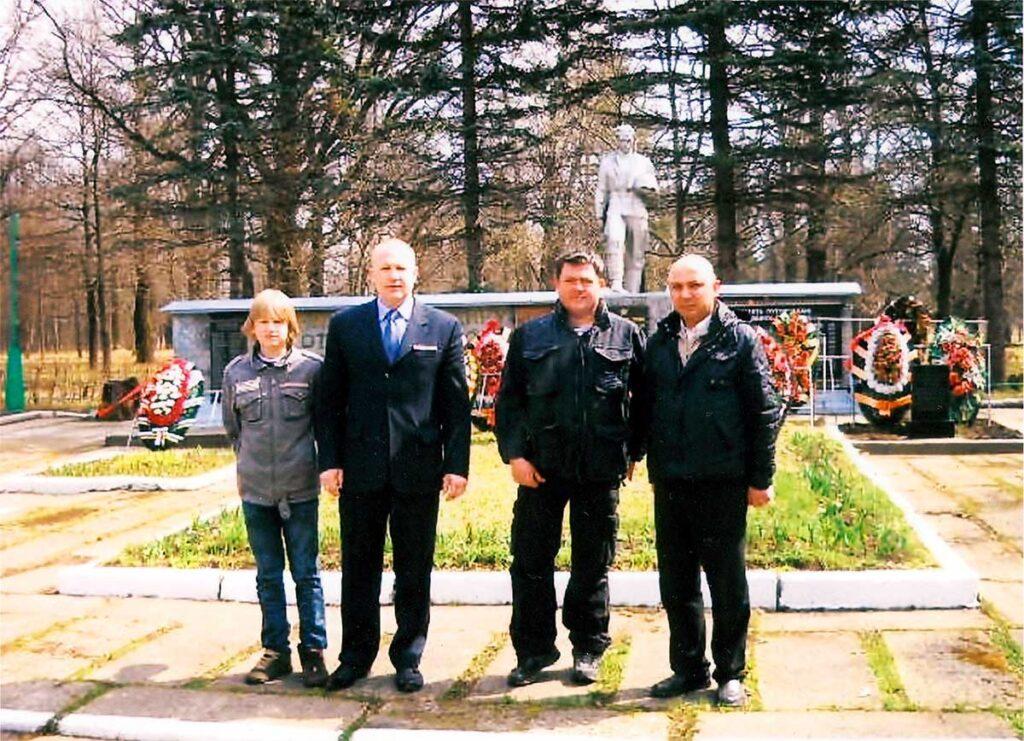 24 апреля 2010 года - у Братской Могилы Луговой
