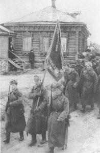 Бойцы 49-й армии входят в освобожденный районный центр Московской области Высокиничи