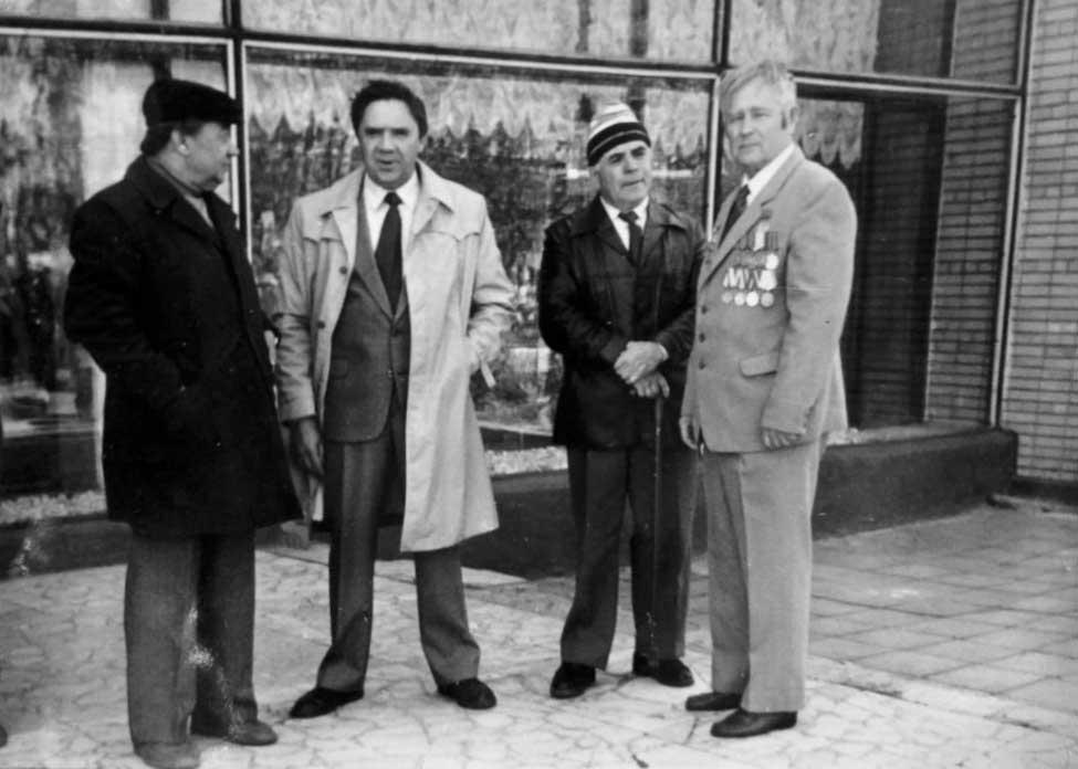 Памятный снимок 9 мая 1978 года у Дома культуры института кормов. Первый справа - Щербаков М.Ф., рядом с ним Рагулин М.С.