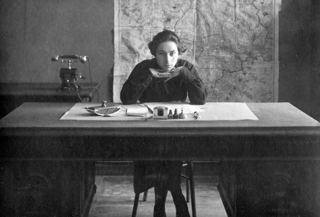 1923 год, Софья секретарь командующего войсками Западного фронта