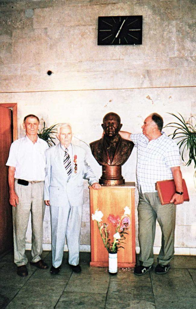 М.Ф. Щербаков с коллегами-луговодами в музее ВНИИ кормов