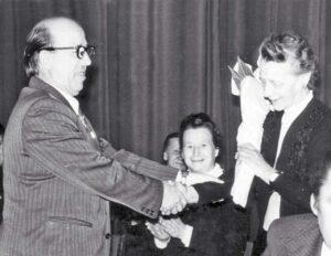 1978 год. Директор ВНИИК М.Смурыгин приветствует дочь первого директора Н. Дмитриеву