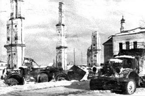 Разрушения в Рогачеве и брошенная немецкая техника.