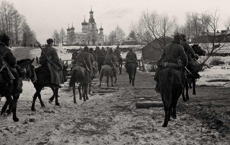 Кавалеристы корпуса генерала Белова на марше, 15 декабря 1941
