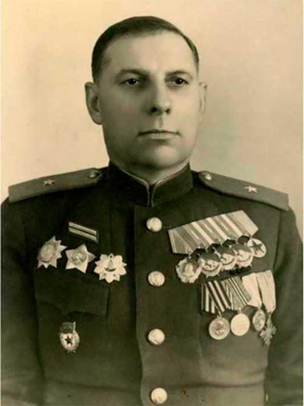 Зиберов Иван Георгиевич - генерал-майор танковых войск, Восточная 8