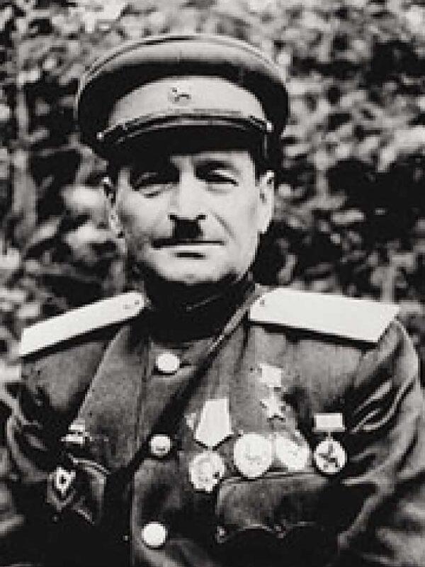 Козырь Максим Евсеевич - командир 84 осмбр с 14(16).12.41
