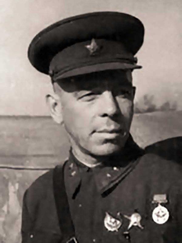 Член военсовета 20А - дивизионный комиссар П.Н. Куликов