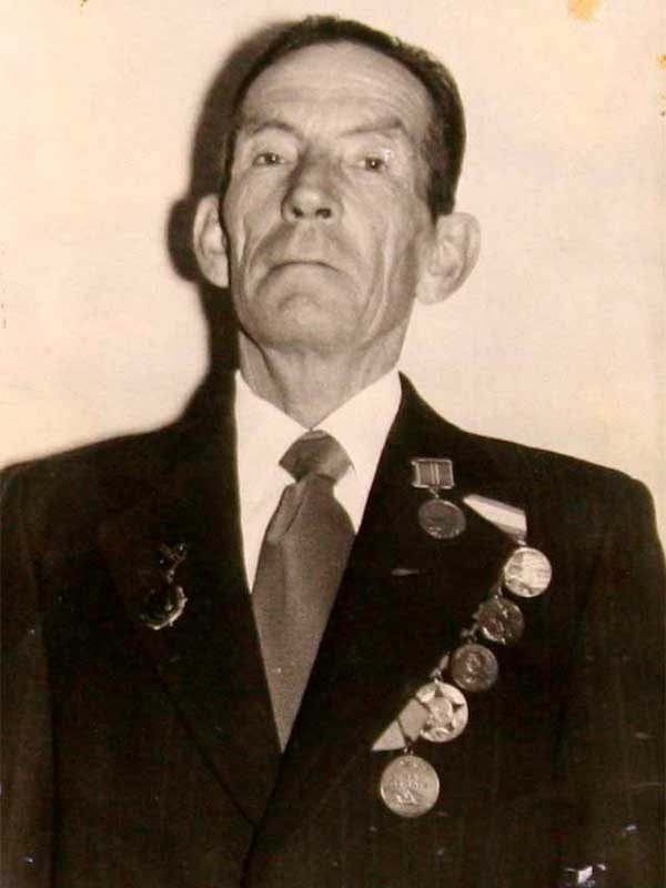 Савельев Виктор Павлович, 1923-1988, лейтенант [мл. л-нт], Центральная, 6