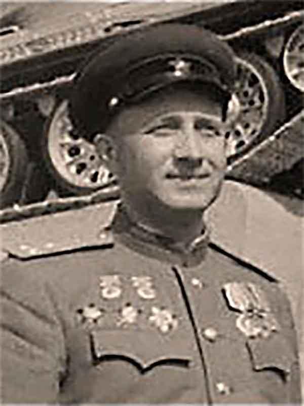 Кучеренко Николай Алексеевич– полковник,конструктор танка Т-34